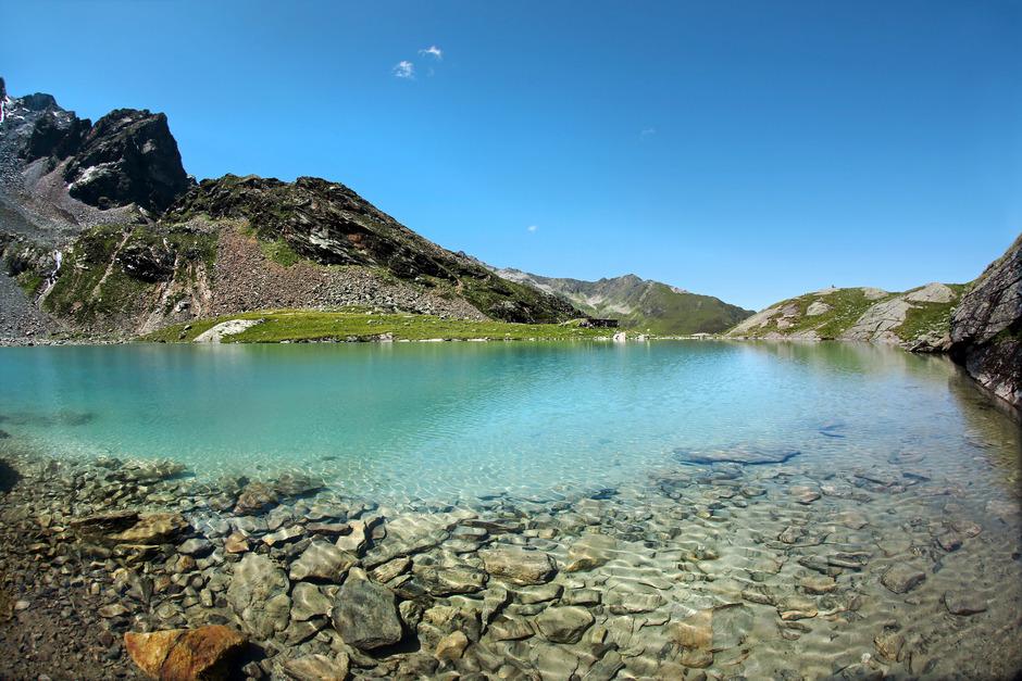 Alle Anstrengungen werden am Letzten der vier Seen mit imposantem Panorama und türkisblauem Wasser belohnt: Der Hauersee.