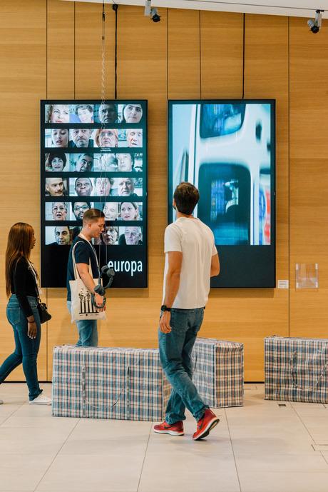 "Im Congress Alpbach: Ruth Beckermanns Installation ""europamemoria""."