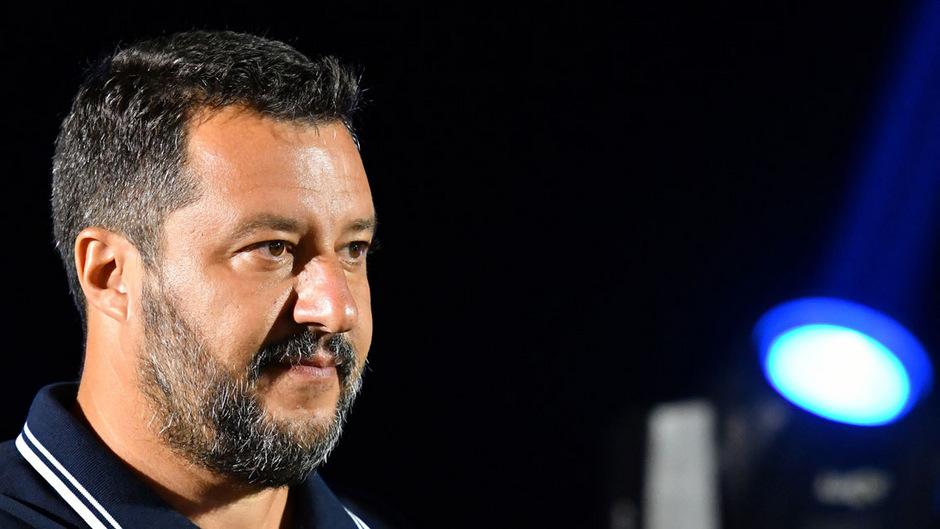 Lega-Chef Matteo Salvini hatte die Koalition mit der Fünf-Sterne-Bewegung am Donnerstag platzen lassen.