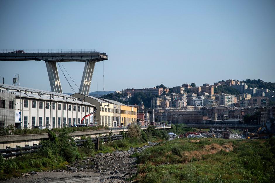 Die eingestürzte Brücke in Genua Tage nach dem Unglück.