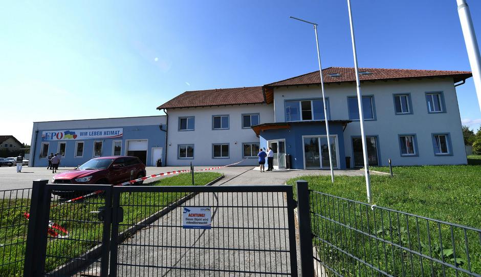 Die Landesgeschäftsstelle der FPÖ Niederösterreich in St. Pölten wurde in der Nacht auf Montag Zielscheibe eines Brandanschlags.