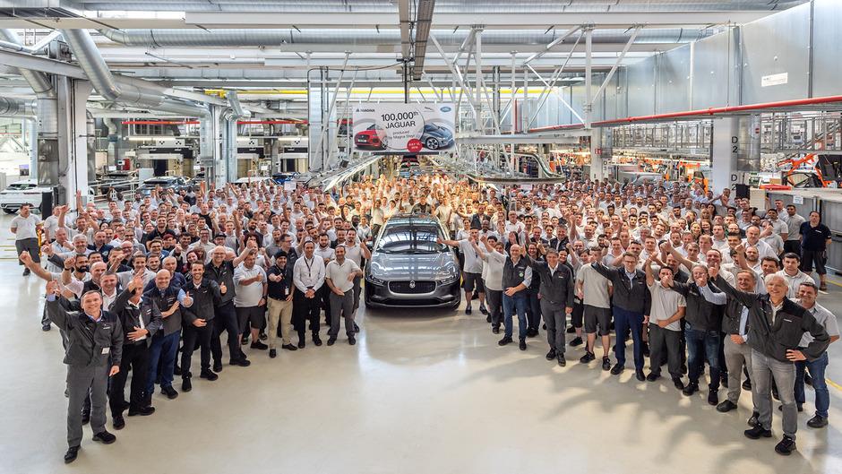 """Magna Steyr hat bisher 100.000 Einheiten des E-Pace und des I-Pace produziert.<span class=""""TT11_Fotohinweis"""">Foto: Werk</span>"""