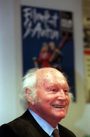 """1998: Heinrich Harrer spricht über """"Sieben Jahre in Tibet""""."""