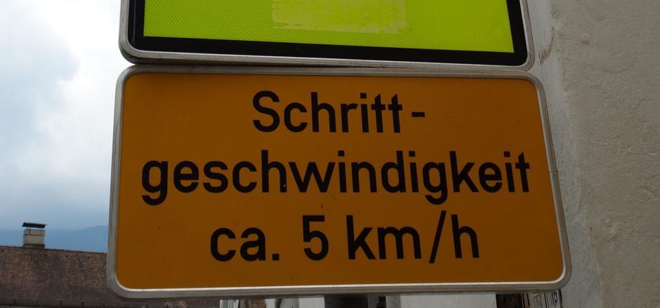 Schritttempo in der Haller Altstadt wird vielfach missachtet.
