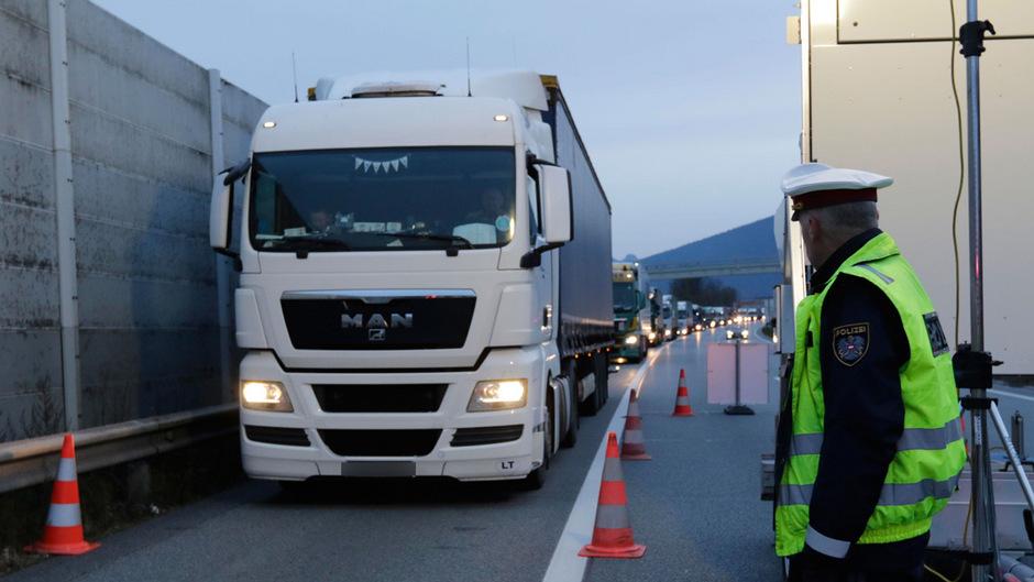 Wie bereits beim österreichisch-deutschen Verkehrsgipfel in Berlin angekündigt, soll der Lkw-Verkehr mithilfe eines automatisierten Dosiersystems gelenkt werden.