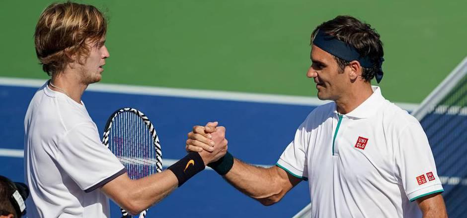Roger Federer (r.) musste sich überraschend dem Russen Andrej Rublew geschlagen geben.