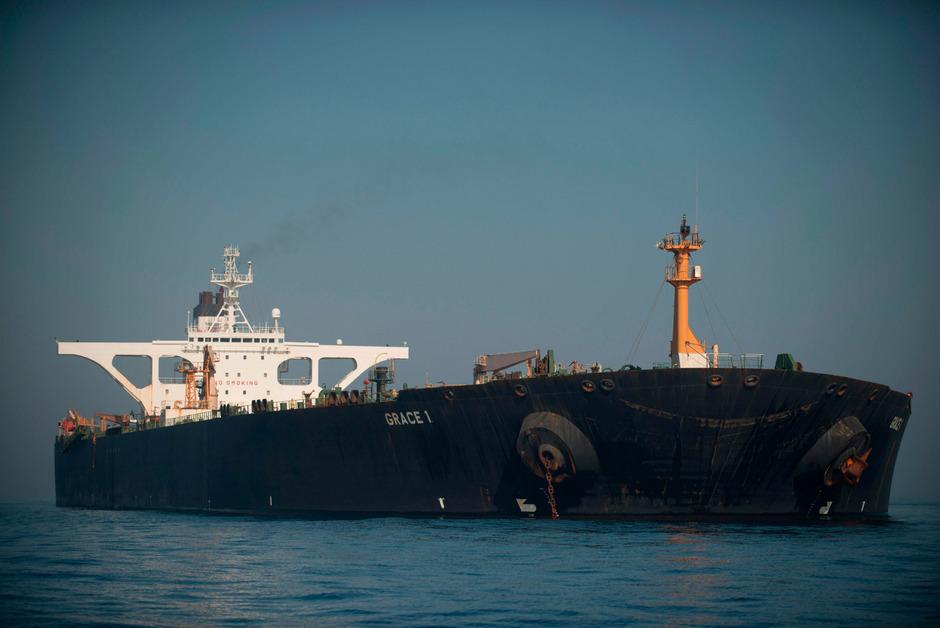 Der Supertanker Grace 1 liegt immer noch vor Gibraltar.