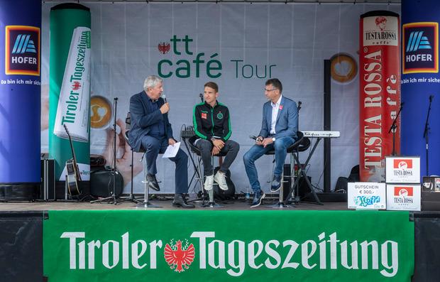 TT-Chefredakteur Mario Zenhäusern begrüßte Wacker-Kapitän Lukas Hupfauf und Ali Hörtnagl.