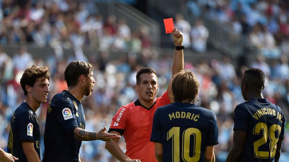 Sah wegen groben Foulspiels Rot: Reals Luka Modric.