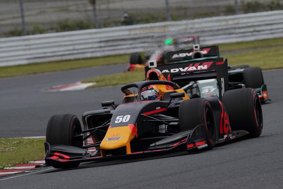 Lucas Auer mit seinem Red Bull Honda.