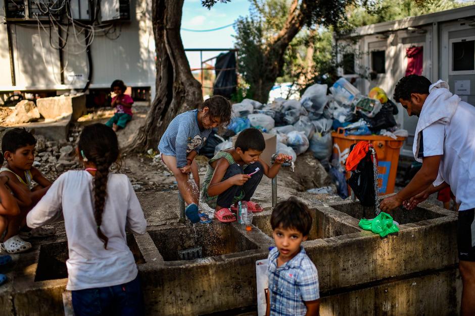 Das Leben in Flüchtlingslagern spielt sich auf kleinstem Raum ab. Die sogenannten Hotspots sind restlos überfüllt.
