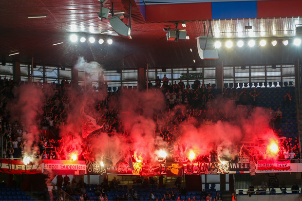 Ausverkauft - wie schon beim 3:1-Sieg gegen den FC Basel wollen die LASK-Fans heute wieder ein Feuerwerk im Linzer Stadion entfachen.