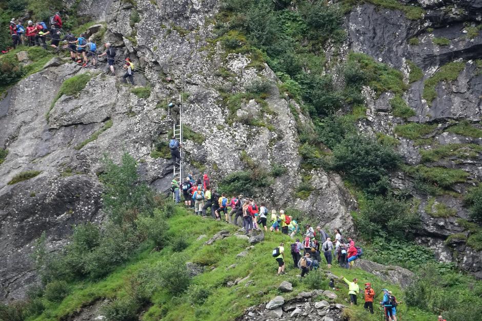 Fast wie auf der verkehrsüberlasteten Zillertalstraße: Bei 1000 Teilnehmern gab es auch beim Steinbockmarsch in Ginzling auf einigen engen Streckenabschnitten einen Stau.