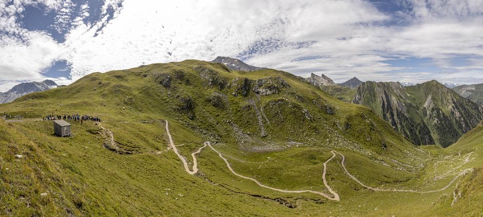 Der neu angelegte Biketrail und Wanderweg verbindet das Tuxertal mit dem Schmirntal.