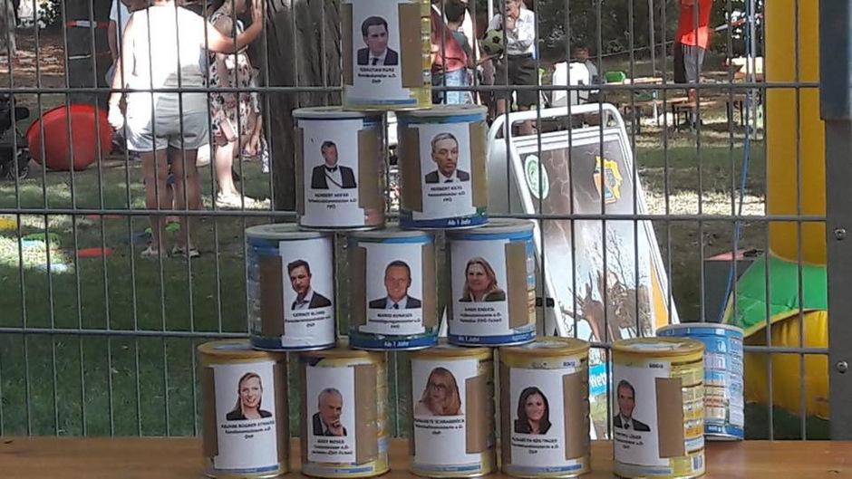 Unter anderen auf Bilder von Ex-Kanzler Sebastian Kurz, Ex-Verkehrsminister Norbert Hofer sowie von Ex-Innenminister Herbert Kickl konnte geschossen werden.