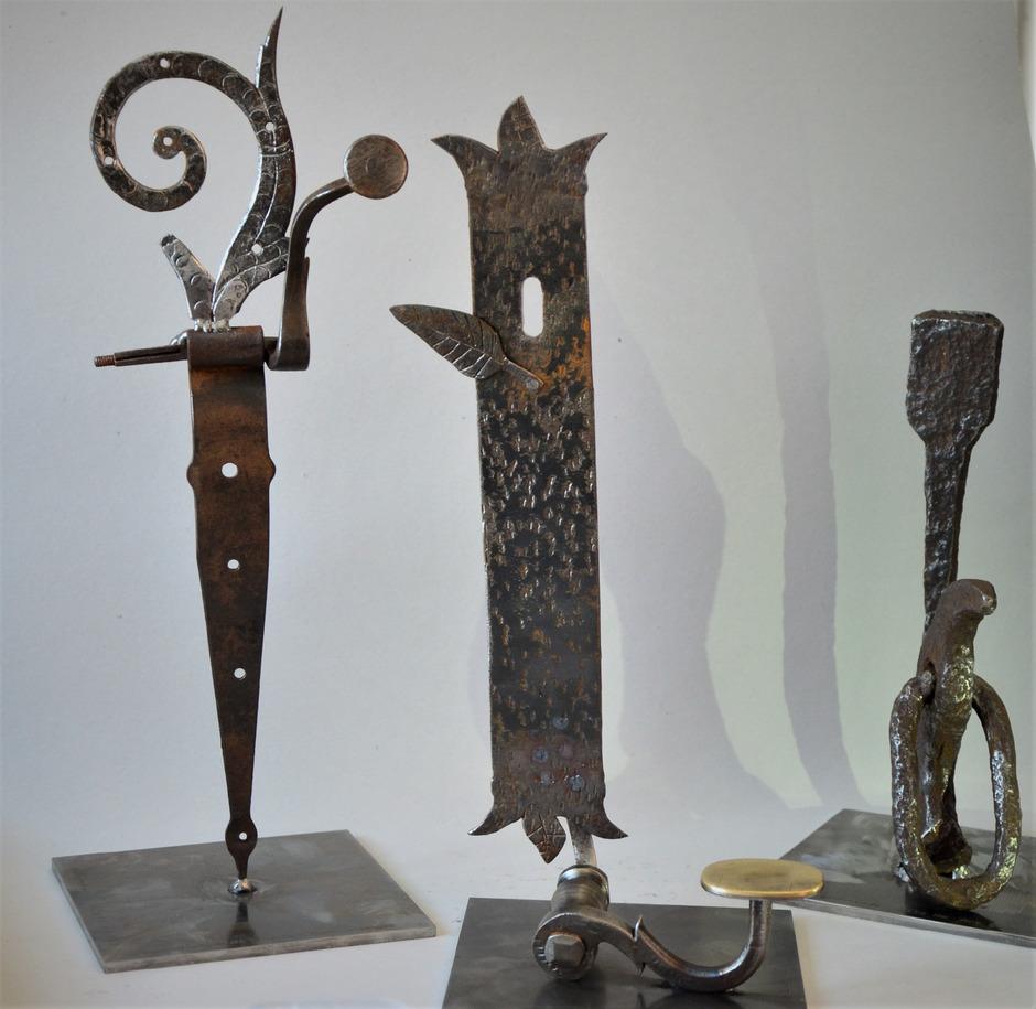 Gegenständen aus der Schmiede wurde von den beiden Künstlern neues Leben eingehaucht.