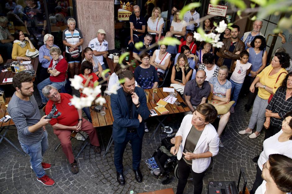 Bei ihrer Dialog-Tour durch Tirol haben Pamela Rendi-Wagner (l.) und Georg Dornauer für das Wohnpaket der SPÖ geworben.