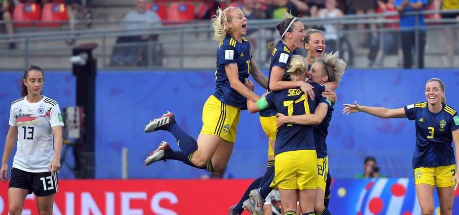 Ein Bild von der WM 2019: Jubel bei den Schwedinnen  nach einem Sieg gegen Deutschland.
