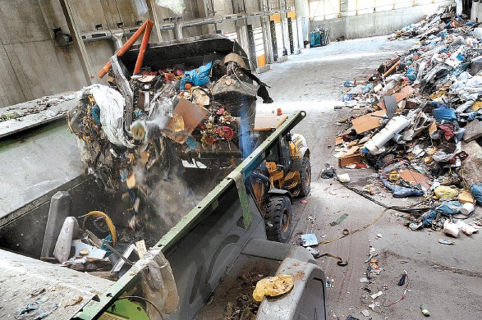 Ins Ahrental bei Innsbruck wurden rund 75.000 Tonnen Restmüll 2016 geliefert, etwa 5000 Tonnen verwertbares Material aussortiert, 70.000 Tonnen in Oberösterreich verbrannt.