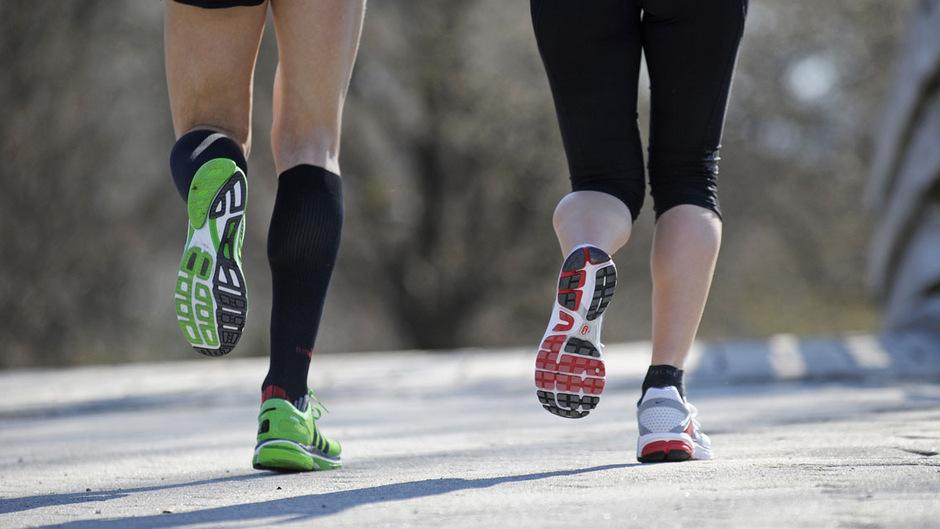 Jedes der 42 Mitglieder eines Teams muss einen Kilometer laufen. Das Startgeld von 15 Euro pro Person fließt direkt an das Hospital.