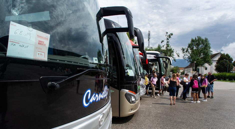 Darüber, wo in Zukunft Reisebusse in Innsbruck parken sollen, wird weiter heftig diskutiert.
