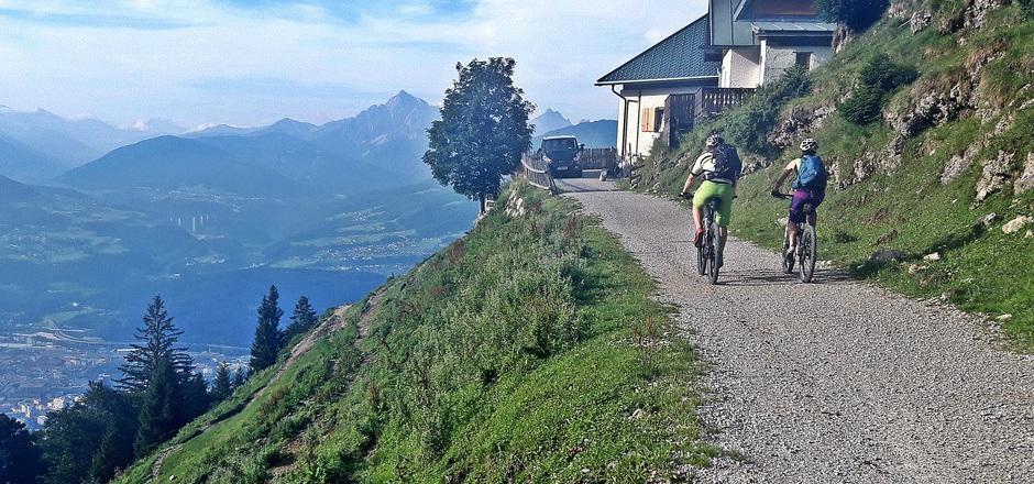 Für den Aufstieg zur Höttinger Alm empfiehlt sich das Bike.
