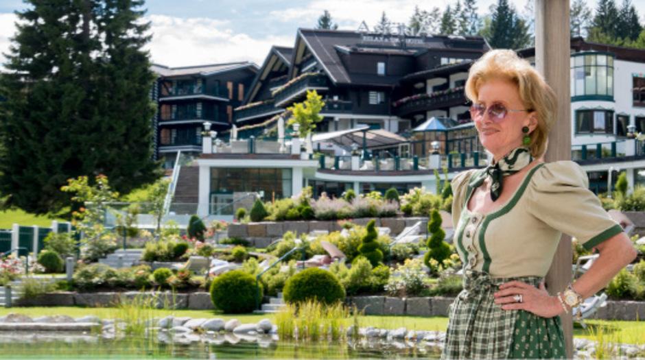 Es würde den Rahmen sprengen, alle Ämter, die Elisabeth Gürtler inne hatte, zu nennen. Ein kleiner Auszug: Im Jahr 1990 übernahm sie das Management der Wiener und Salzburger Hotels Sacher.