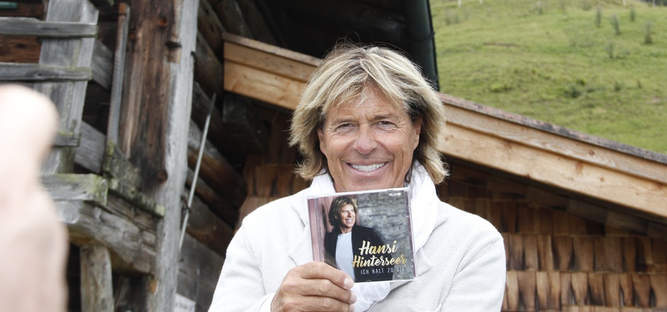 """Hansi Hinterseer stellte gestern sein neues Album """"Ich halt zu dir"""" auf der Seidlalm vor."""