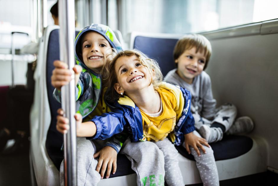 Ausflüge mit dem Bus gelten als wichtiger Bildungsaspekt für die Kindergarten-Kinder.