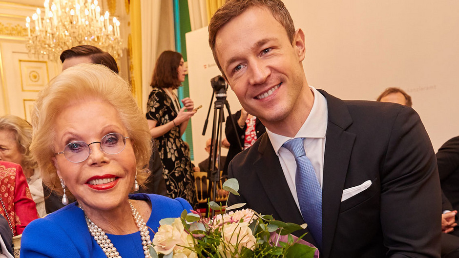 Der damalige ÖVP-Minister Gernot Blümel überreichte Heidi Horten-Goëss im Vorjahr das Ehrenkreuz für Wissenschaft und Kunst.
