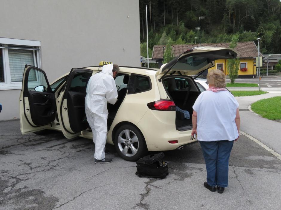 Eine 58-jährige Taxlerin wurde am Mittwoch nach einer Fahrt nach Schlitters überfallen.
