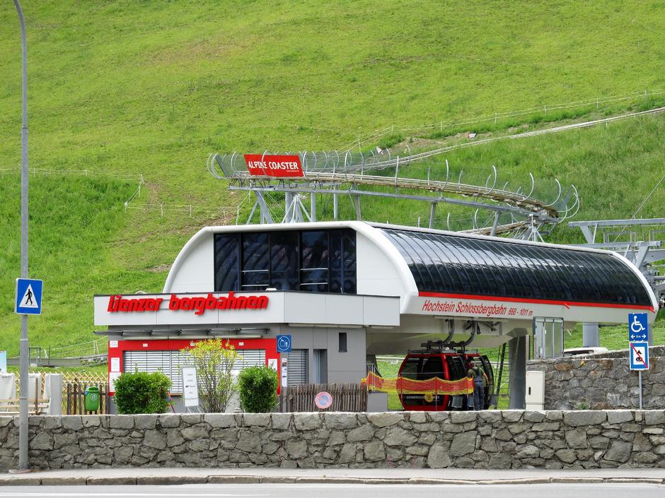 Die Lienzer Bergbahnen AG betreibt Lifte am Hochstein (hier im Bild) und am Zettersfeld. Die AG gehört zum Großteil dem Tourismusverband Osttirol und der Stadt Lienz.