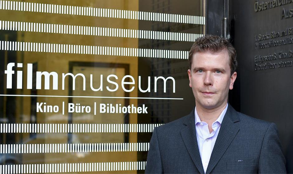Michael Loebenstein, Jahrgang 1974, ist seit Oktober 2017 Direktor des Österreichischen Filmmuseums, für das er seit 2004 auch als Kurator tätig war. Von 2011 bis 2017 leitete er das australische Filmarchiv.