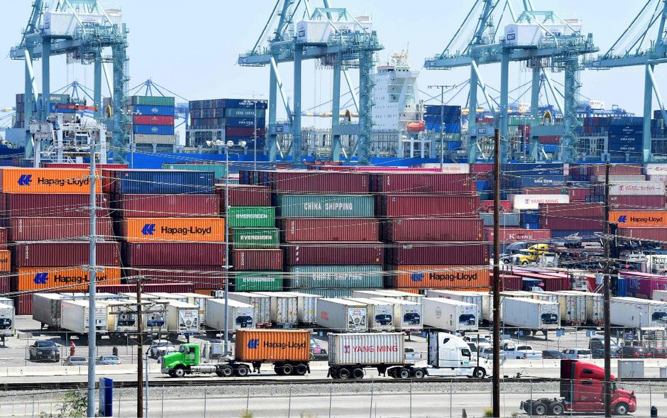 Die US-Regierung wird sämtliche Strafzölle auf Importe aus China um jeweils fünf Prozentpunkte anheben, wie Donald Trump verkündete.