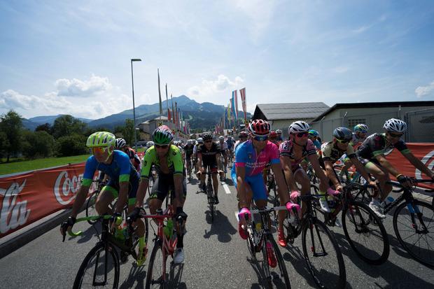 Duelle Rad an Rad gibt es derzeit wieder bei der 51. Auflage des Radweltpokals in St. Johann in Tirol.