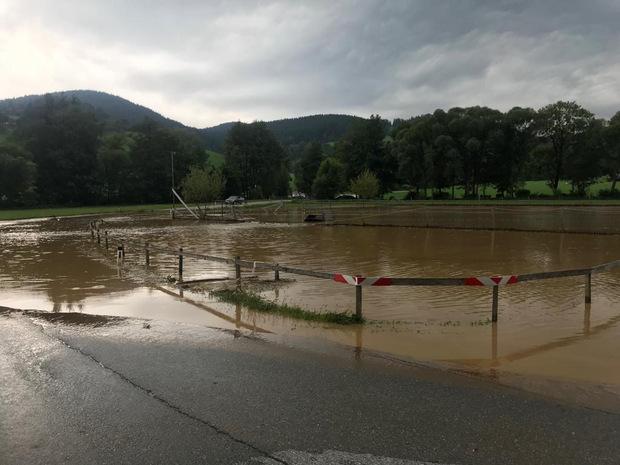 Eine überflutete Straße im Bereich Voitsberg/Köflach.