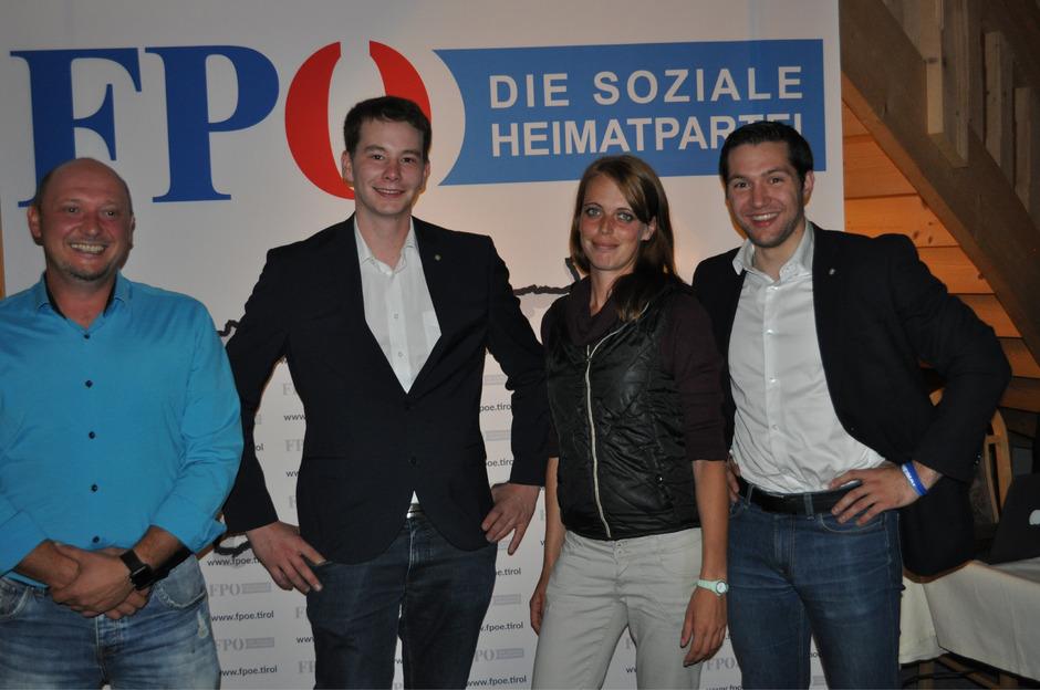 Die neue Führungsspitze der Außerferner FPÖ präsentiert sich mit Manuel Winkler (Finanzreferent), Obmann-Stellvertreter Simon Fleisch, Schriftführerin Bianca Rott und Obmann Fabian Walch (v.l.).