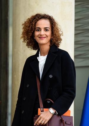 """Leïla Slimani ist eine französisch-marokkanische Schriftstellerin und Journalistin. Sie wurde 1981 in Rabat geboren und lebt heute in Paris. Zuletzt erschienen: """"All das zu verlieren"""" (Luchterhand), """"Sex und Lügen"""" (btb)."""