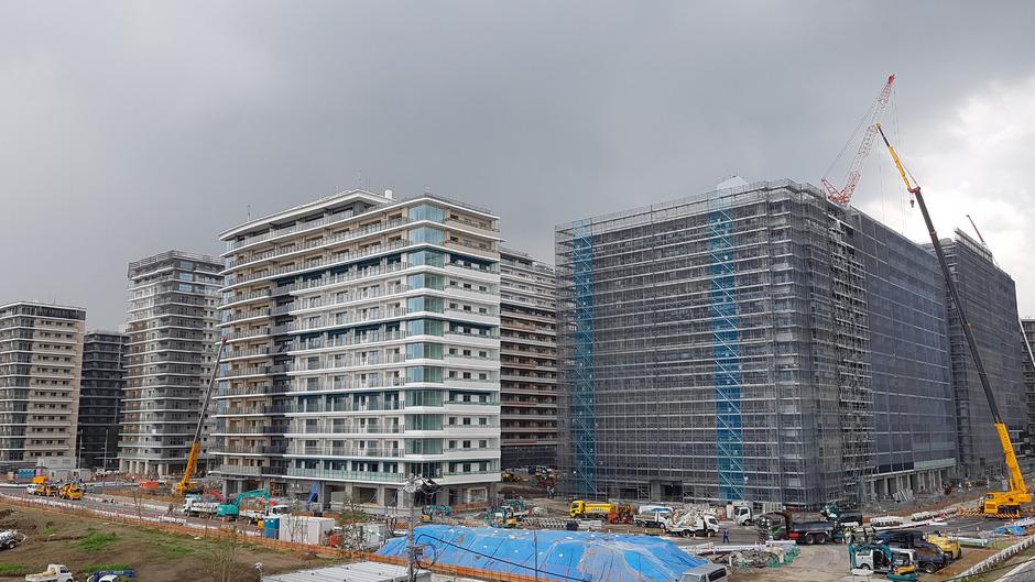 Noch wird am Athletendorf in der Bay Zone direkt an der Harumi Waterfront gebaut. Ende des Jahres soll es fertig sein, am 14. Juli sollen die ersten Sportler einziehen.