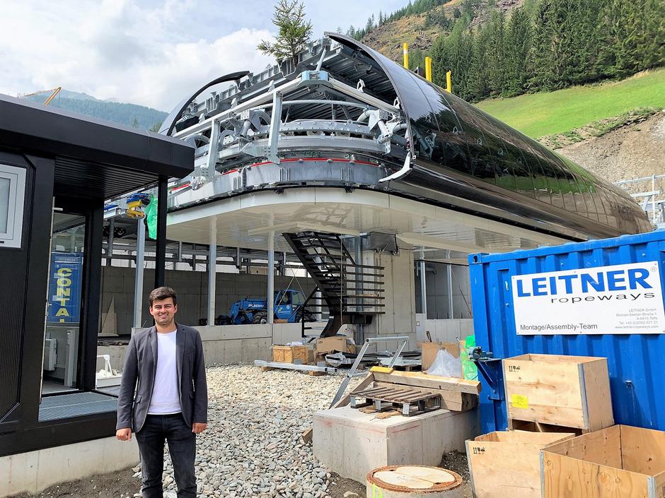 Juniorchef Maximilian Schultz auf der Baustelle für die Talstation der neuen Sechser-Sesselbahn in Kals-Großdorf. Die Anlage soll diesen Winter in Betrieb gehen.