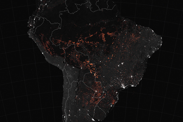 Aktive Feuer im Amazonas-Gebiet, von oben gesehen.