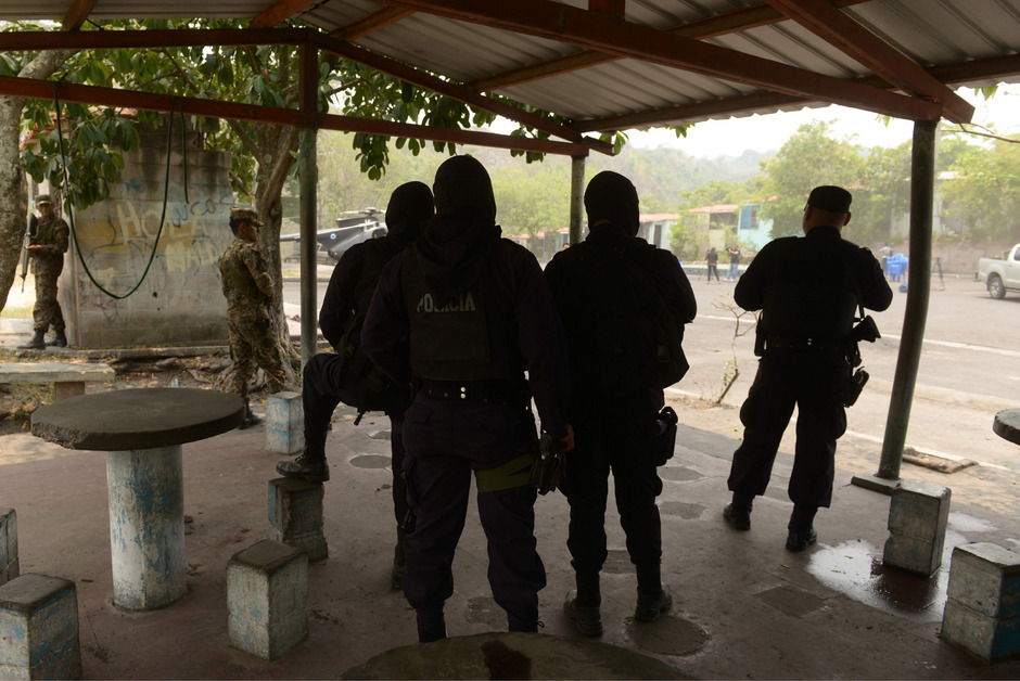 Mitglieder einer kombinierten Militär- und Polizeieinheit in El Salvador. (Archivaufnahme)