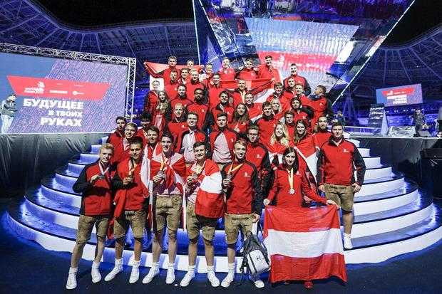 Die 46 österreichischen Fachkräfte haben bei den Berufsweltmeisterschaften WorldSkills in Kazan groß abgeräumt. Das Team Austria konnte bei der Siegerehrung am Dienstagabend in Russland insgesamt zwölf Medaillen bejubeln.