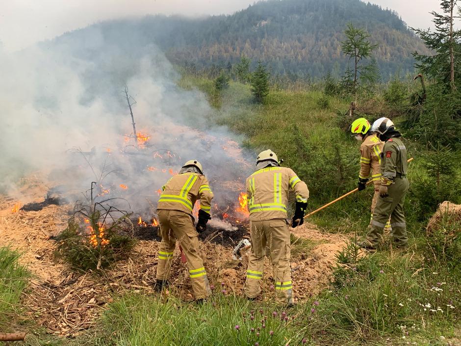 Am Truppenübungsplatz des Bundesheeres in Hochfilzen wurden Bodenbrände simuliert und das effektive Löschen geübt.