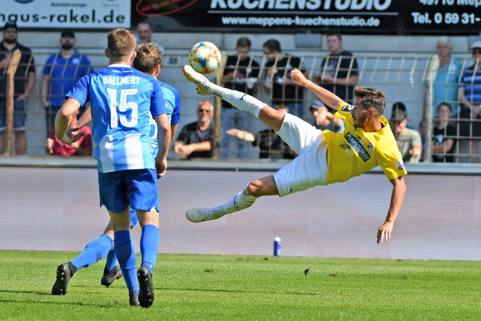 Ex-Wacker-Kicker Daniele Gabriele ist mit Jena in der 3. deutschen Liga noch punktelos, die ein oder andere spektakuläre Szene gab's trotzdem.