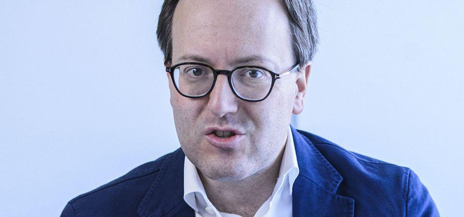Dominik Oberhofer (NEOS) übt Kritik am Landeshauptmann.