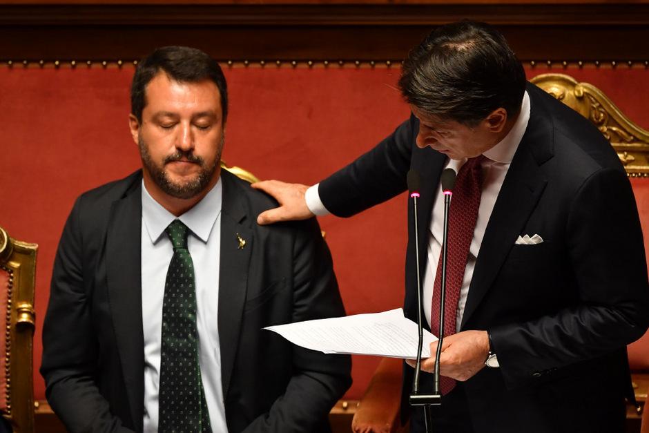 Nach dem Rücktritt von Premierminister Giuseppe Conte (r.) ist eine Neuwahl in Italien nicht garantiert. Matteo Salvini (Lega) hatte darauf spekuliert.