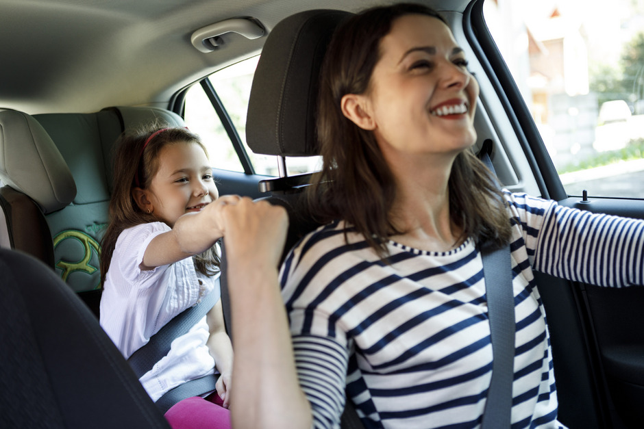 Ein Fünftel der Schulkinder in Tirol wird im Auto der Eltern in die Schule chauffiert. Das verursacht zusätzlichen Verkehr im Umfeld der Schule.
