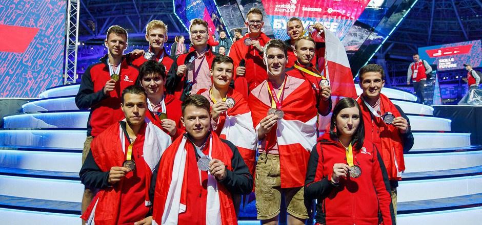 Über 12 Gold- und Silbermedaillen jubelten 13 Nachwuchs-Fachkräfte (zwei Teilnehmer traten als Team an) bei der Berufsweltmeisterschaft.