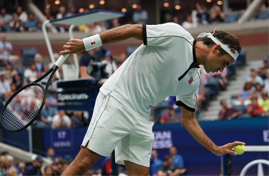 Am Ende besiegte Federer den Bosnier Damir Dzumhur mit 3:6,6:2,6:3,6:4.